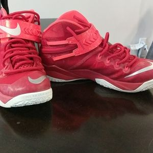 Nike Shoes - Nike LeBron James soldier runners